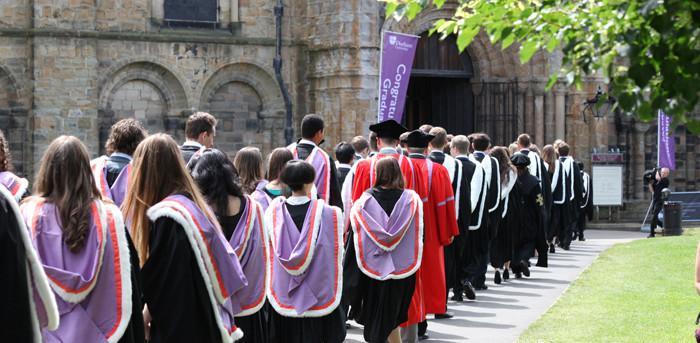 英国大学毕业典礼,定不负你此行